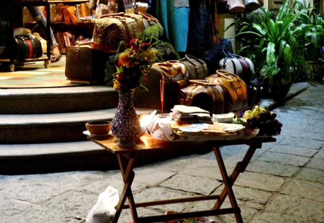Du khách tham quan Hội AN lễ Phật đản