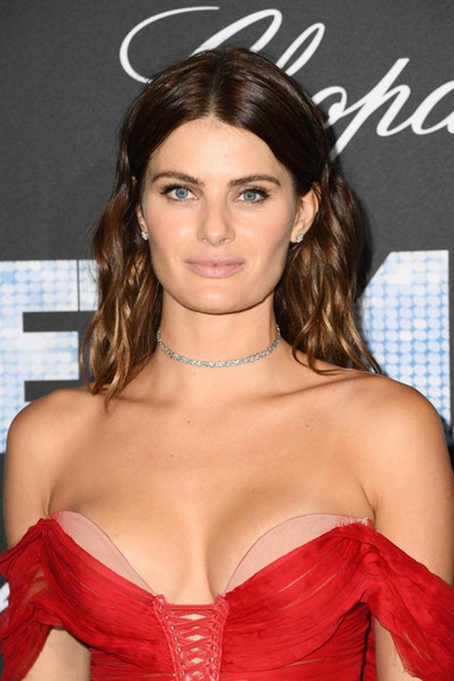 Isabeli Fontana khoe ngực căng đầy - 7