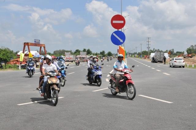 Thông xe cầu Vàm Cống, góp phần tháo gỡ điểm nghẽn giao thông miền Tây - 4