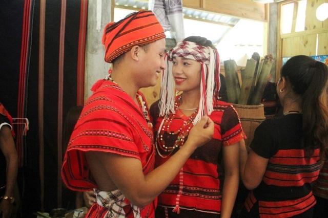 Tái hiện lại Lễ cưới của người dân tộc Pa Cô - Huế - 2