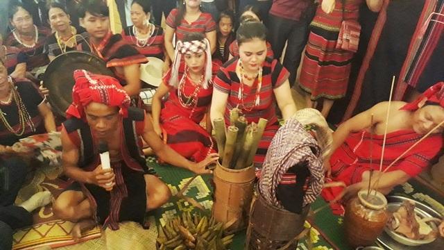 Tái hiện lại Lễ cưới của người dân tộc Pa Cô - Huế - 5