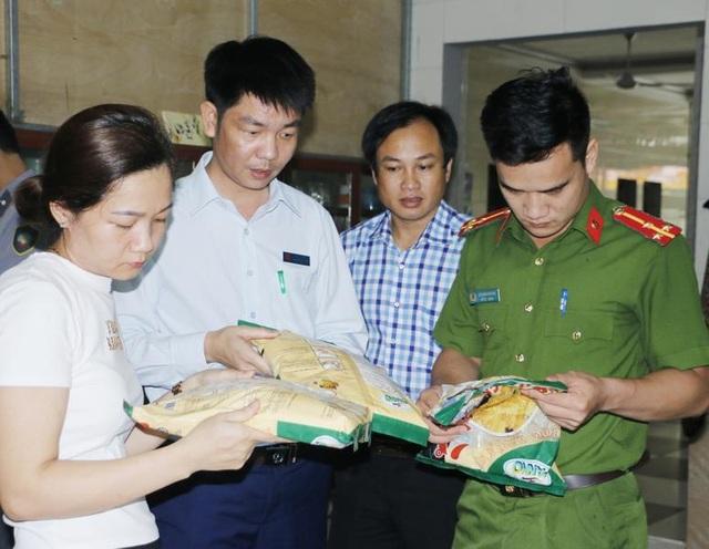 Hàng loạt cơ sở bị xử phạt vì vi phạm vệ sinh an toàn thực phẩm - 1