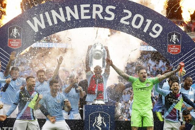 Khoảnh khắc Man City nhận cúp bạc của FA Cup - 3