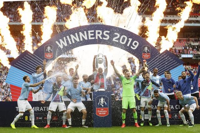 Khoảnh khắc Man City nhận cúp bạc của FA Cup - 4