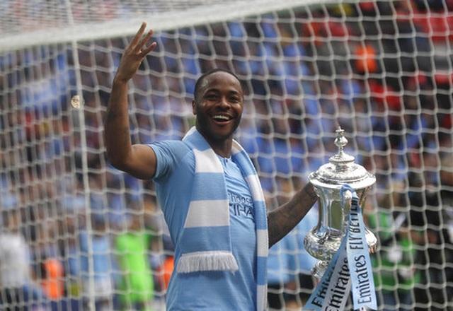 Khoảnh khắc Man City nhận cúp bạc của FA Cup - 9