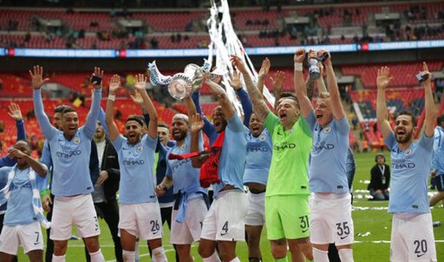 Khoảnh khắc Man City nhận cúp bạc của FA Cup - 12