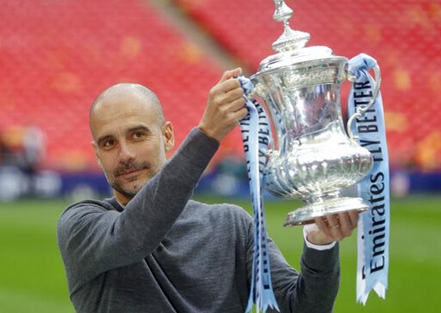 Khoảnh khắc Man City nhận cúp bạc của FA Cup - 7
