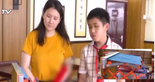 Cậu bé 12 tuổi phát minh ra giá phơi đồ cảm ứng thời tiết sau khi bị mẹ mắng - 1