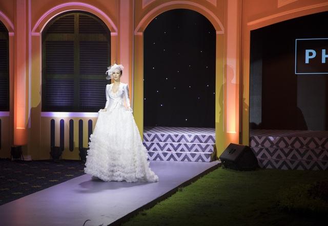 Hoa hậu Paris Vũ diện đầm trắng tinh khiết làm vedette ở show thời trang cưới - 5