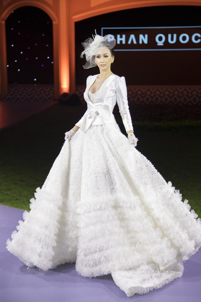 Hoa hậu Paris Vũ diện đầm trắng tinh khiết làm vedette ở show thời trang cưới - 4