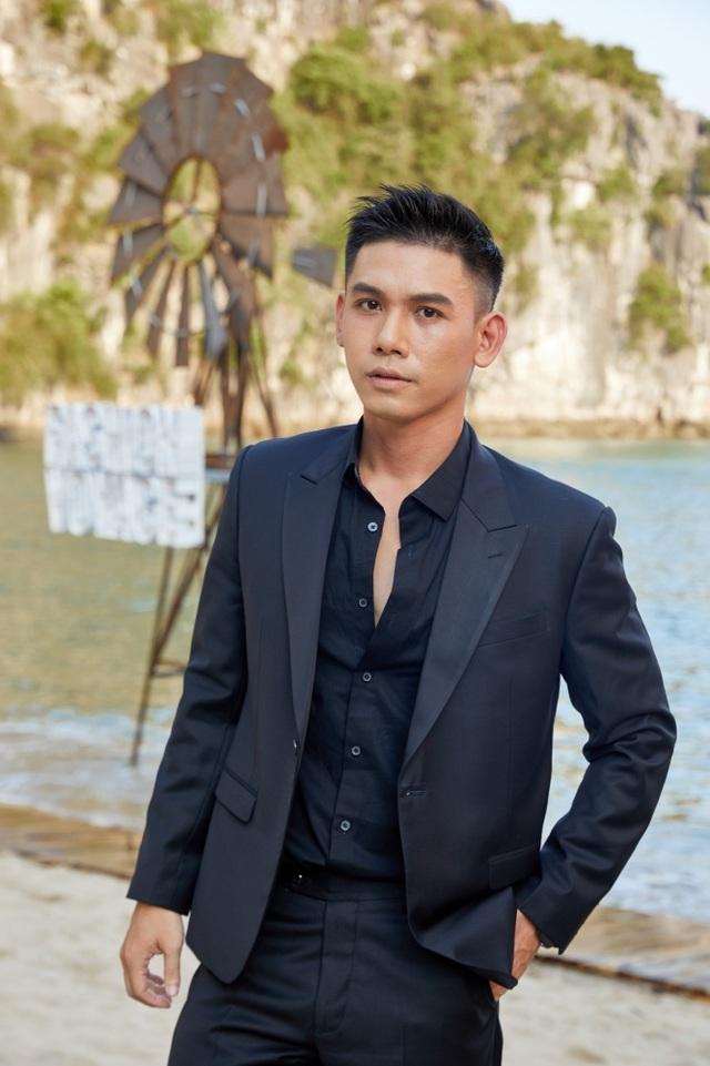 """Dàn sao Việt bất ngờ trước sàn diễn thời trang giữa hoang đảo """"3 không"""" - 20"""