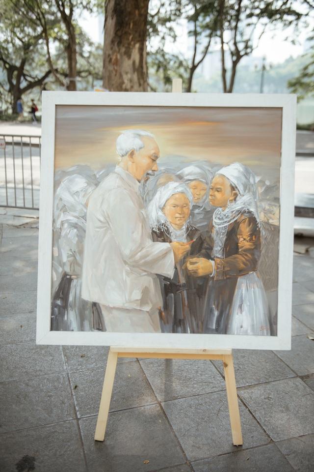 Trưng bày 38 bức vẽ Bác Hồ của nhiều hoạ sĩ nổi tiếng - 3