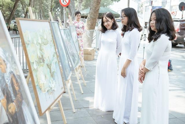 Trưng bày 38 bức vẽ Bác Hồ của nhiều hoạ sĩ nổi tiếng - 12