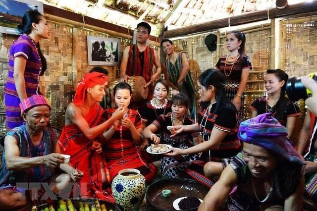 Tái hiện lại Lễ cưới của người dân tộc Pa Cô - Huế - 7