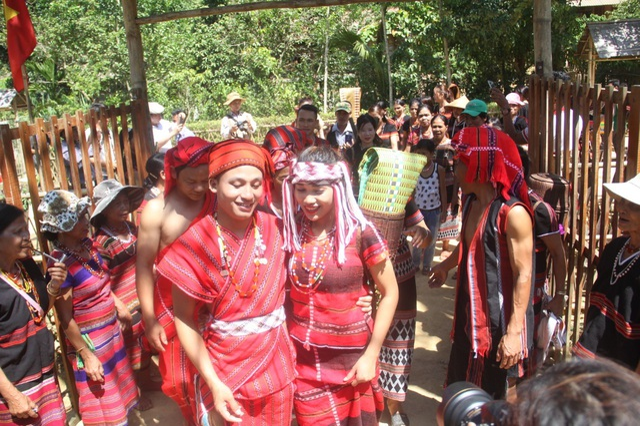 Tái hiện lại Lễ cưới của người dân tộc Pa Cô - Huế - 1