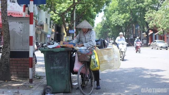 """Người lao động vật vã trong cái nóng như rang"""" của Hà Nội - 4"""