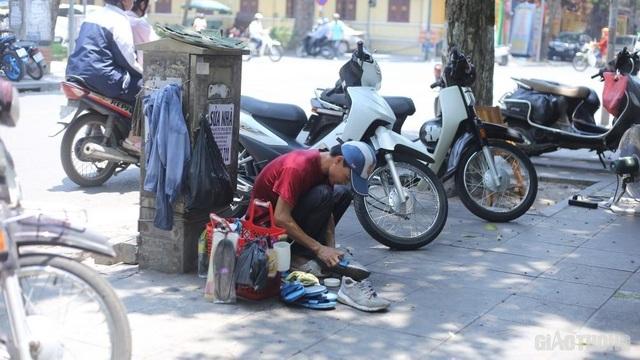 """Người lao động vật vã trong cái nóng như rang"""" của Hà Nội - 9"""