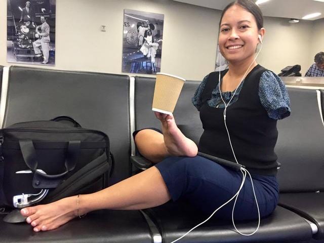 Câu chuyện phi thường của nữ phi công Mỹ lái máy bay bằng chân - 2