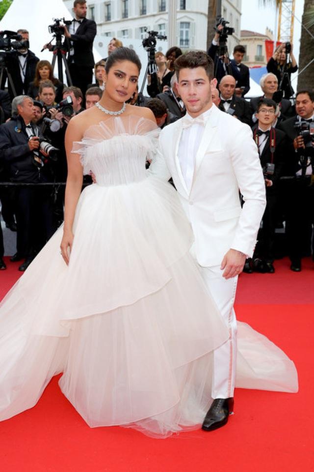 Priyanka Chopra đẹp đôi bên chồng kém 10 tuổi tại LHP Cannes - 6