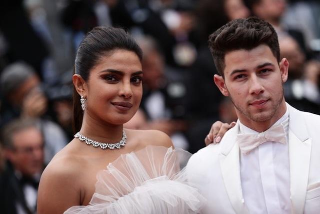 Priyanka Chopra đẹp đôi bên chồng kém 10 tuổi tại LHP Cannes - 8