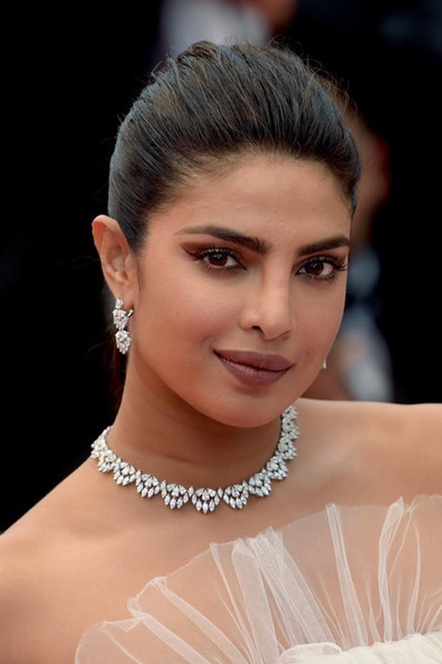 Priyanka Chopra đẹp đôi bên chồng kém 10 tuổi tại LHP Cannes - 15