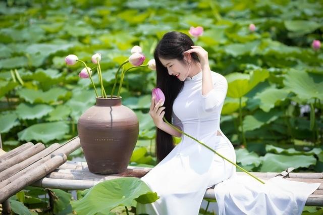 """""""Công chúa tóc mây"""" phiên bản Việt khoe sắc bên sen - 3"""