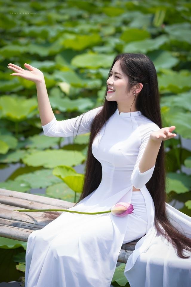 """""""Công chúa tóc mây"""" phiên bản Việt khoe sắc bên sen - 2"""