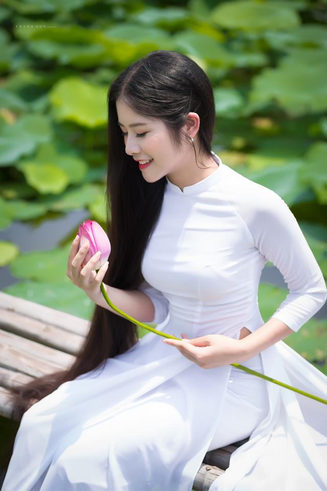 """""""Công chúa tóc mây"""" phiên bản Việt khoe sắc bên sen - 5"""