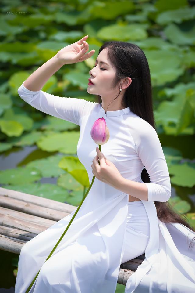 """""""Công chúa tóc mây"""" phiên bản Việt khoe sắc bên sen - 10"""