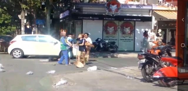 Phạt chủ shop quần áo 2,5 triệu đồng vụ đánh cô lao công - 1
