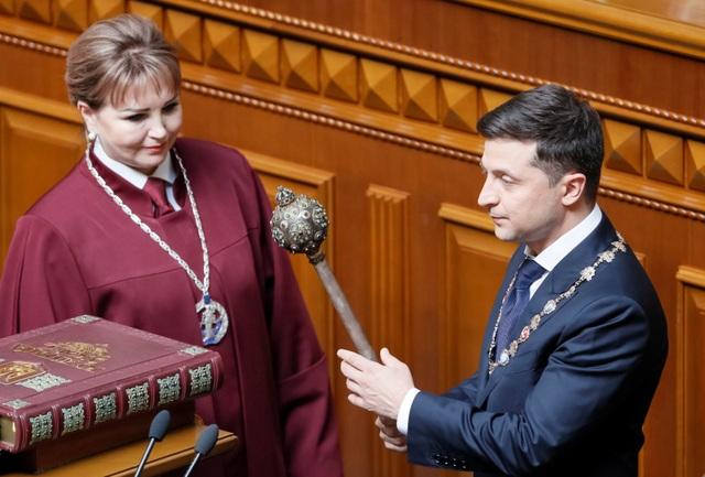 Diễn viên hài nhậm chức Tổng thống Ukraine, tuyên bố giải thể quốc hội - 4