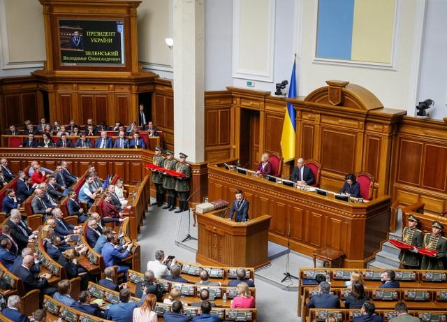 Diễn viên hài nhậm chức Tổng thống Ukraine, tuyên bố giải thể quốc hội - 10