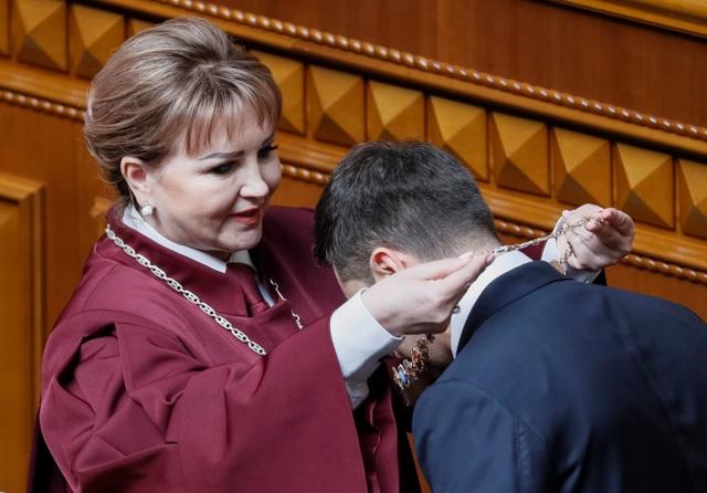 Diễn viên hài nhậm chức Tổng thống Ukraine, tuyên bố giải thể quốc hội - 3