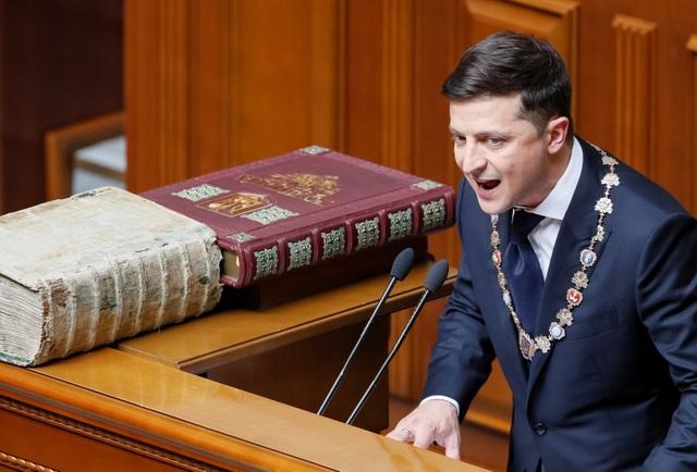 Diễn viên hài nhậm chức Tổng thống Ukraine, tuyên bố giải thể quốc hội - 7