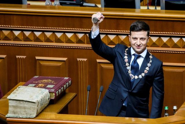 Diễn viên hài nhậm chức Tổng thống Ukraine, tuyên bố giải thể quốc hội - 5