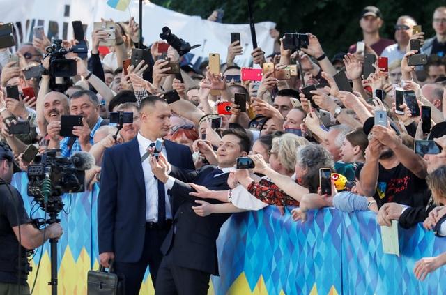 Diễn viên hài nhậm chức Tổng thống Ukraine, tuyên bố giải thể quốc hội - 12