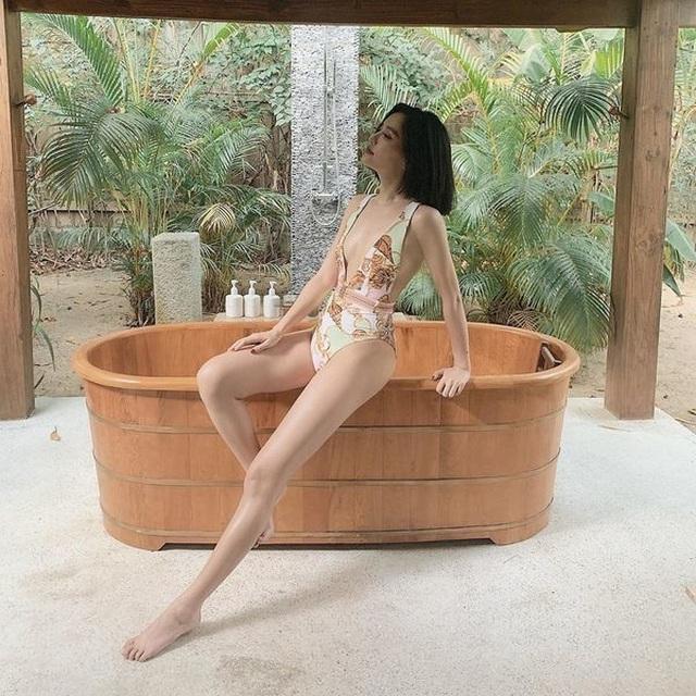 Ca sĩ Bích Phương, Bảo Anh khoe thân hình bốc lửa - 5