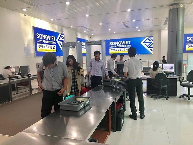 Cầm nhầm ví ở Tân Sơn Nhất, bị vịn lại ở sân bay Thọ Xuân - 1