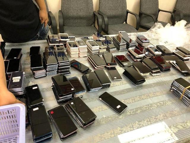 Hơn 400 điện thoại nhập trái phép vào Việt Nam bị phát hiện - 1