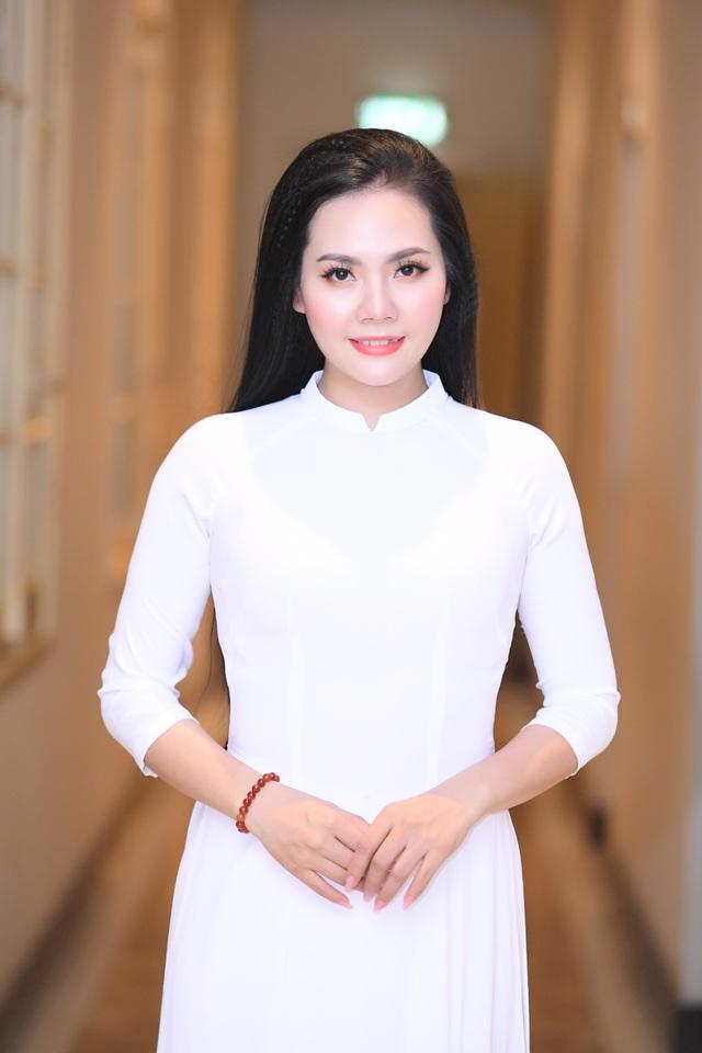 Lương Nguyệt Anh diện áo dài trắng tinh khôi hát mừng sinh nhật Bác - 6
