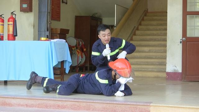 Dạy học sinh tiểu học kỹ năng thoát hiểm khỏi hỏa hoạn - 1