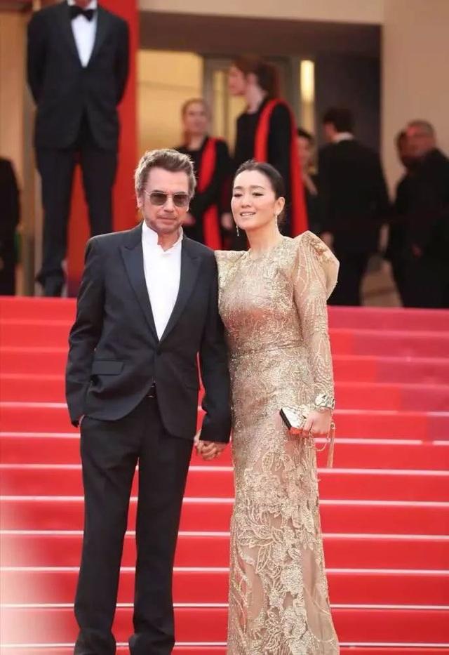 Vợ chồng Củng Lợi hạnh phúc sánh đôi tại LHP Cannes 2019 - 12