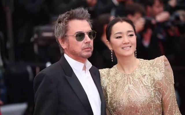Vợ chồng Củng Lợi hạnh phúc sánh đôi tại LHP Cannes 2019 - 11