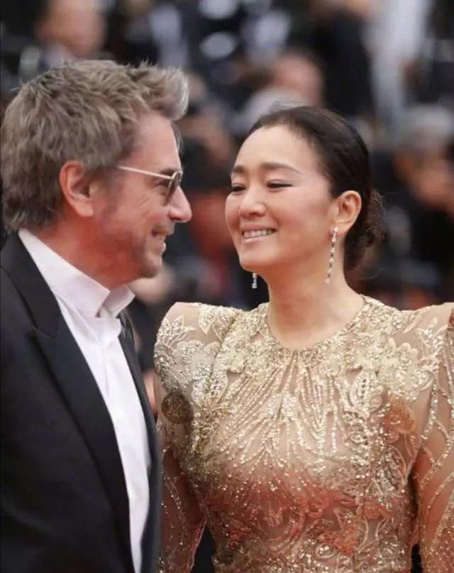 Vợ chồng Củng Lợi hạnh phúc sánh đôi tại LHP Cannes 2019 - 8