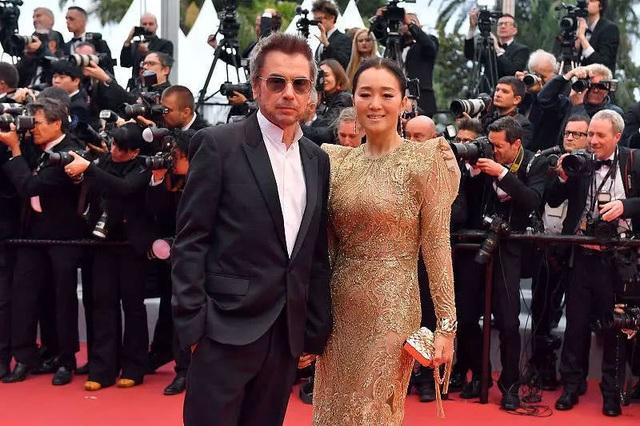 Vợ chồng Củng Lợi hạnh phúc sánh đôi tại LHP Cannes 2019 - 10