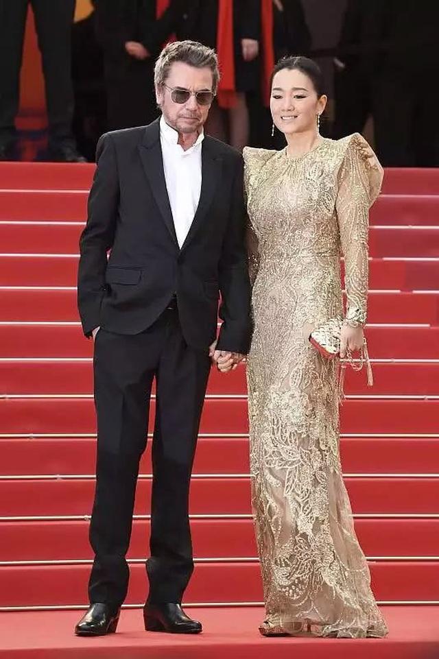 Vợ chồng Củng Lợi hạnh phúc sánh đôi tại LHP Cannes 2019 - 13