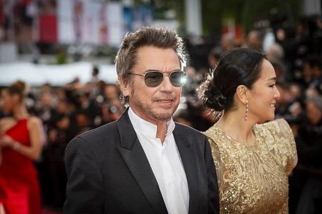 Vợ chồng Củng Lợi hạnh phúc sánh đôi tại LHP Cannes 2019 - 15