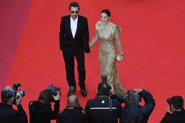 Vợ chồng Củng Lợi hạnh phúc sánh đôi tại LHP Cannes 2019 - 17