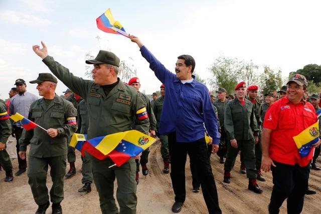 Quân đội Venezuela cảnh báo chờ Mỹ với vũ khí trong tay