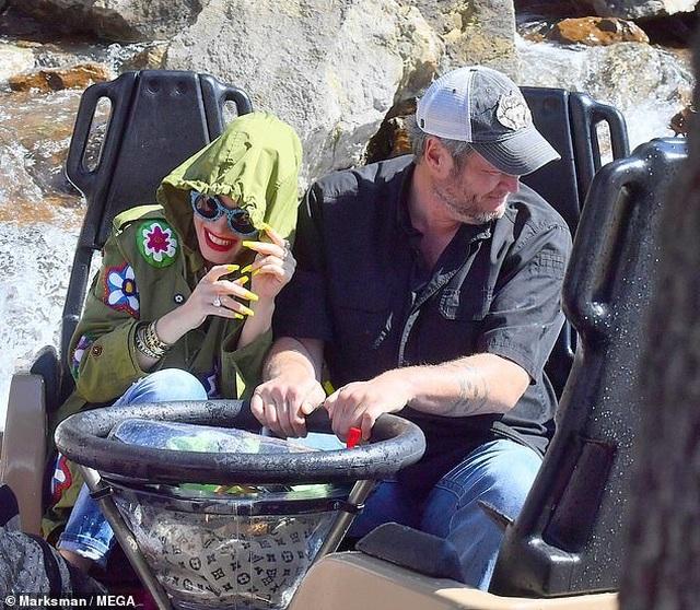 Gwen Stefani trẻ trung đi chơi cùng bạn trai kém 7 tuổi - 12